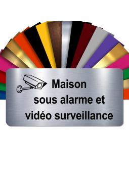 Plaque - Maison Sous Alarme Et Vidéosurveillance - Autocollante – Plaque De Maison PVC Adhésive 10 x 5 cm (Gris Alu Brillant)
