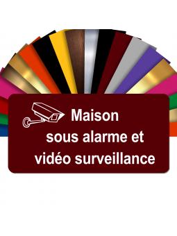 Plaque - Maison Sous Alarme Et Vidéosurveillance - Autocollante – Plaque De Maison PVC Adhésive 10 x 5 cm (Bordeaux)