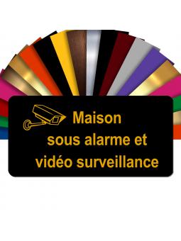 Plaque - Maison Sous Alarme Et Vidéosurveillance - Autocollante – Plaque De Maison PVC Adhésive 10 x 5 cm (Noir écrit Or)